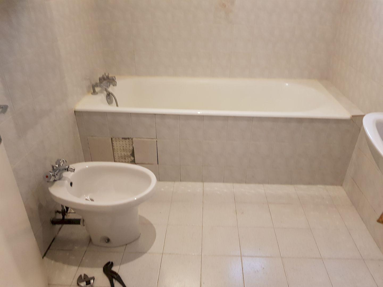 Rénovation d'une salle de bains, installation d'une baignoire PMR (personne à mobilité réduite)